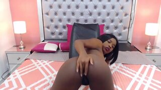 MadelineRux – Sexy Black Babe Shows You Her Cute Ass