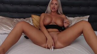 CandeeLords – The Yummy Fingers Of A Hottie